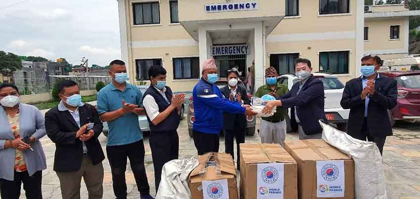 KOICA's Global Doctor Byungcheol Kim handed over the medical items to the Nepal Korea Friendship Municipality Hospital amid a function organized in the hospital premises recently. KOICA Photo