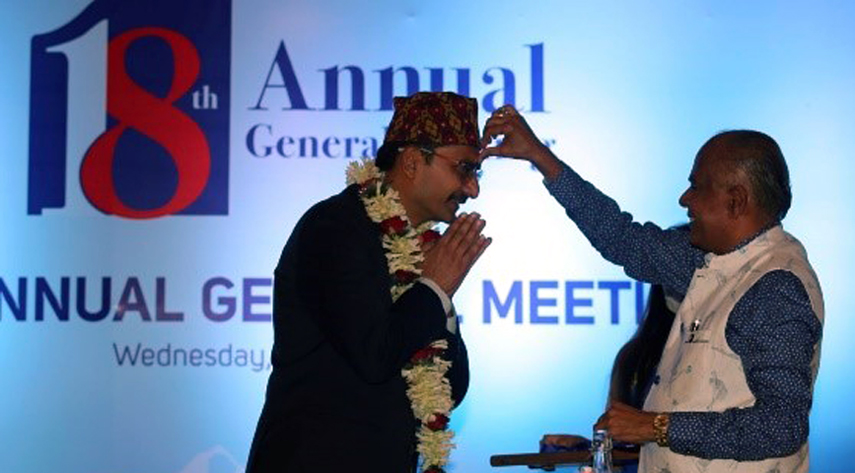 Outgoing president welcoming the new president of the CNI Bishnu Kumar Agrawal (L) in Kathmandu Thursday.
