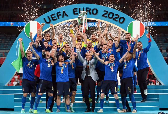 Italy players celebrate with the trophy after winning the Euro 2020 final against England. (AFP)