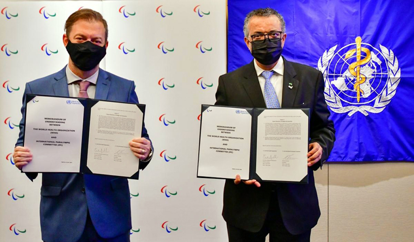 IPC President Andrew Parsons and WHO Director-General Dr. Tedros Adhanom Ghebreyesus after signing the Mou in Tokyo. ⒸYasushi Yamawaki / IPC